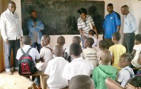 Schüler werden im Unterricht getestet.