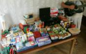 Wir brachten Jos' Gitarre, Samen, Werkzeug, PC, Medizin usw.