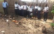 Vor Lockdown fütterten die Schüler unsere Hühner