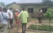 Vertreter der Weltbank kamen aus Kinshasa, um die Palmöl-baumschule und das Hühner- & Kaninchenprojekt anzuschauen