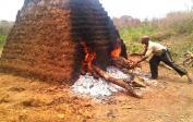 (9) Brennen der Ziegel in selbstgebautem Ofen
