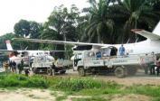 (3) Flugzeuge wie diese landen in Ost Kongo und fliegen Rohstoffe nach Ruanda und Uganda.