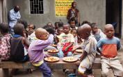 (5) Pokrm pro sirotky v Kisensu