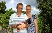 (6) Wolfgang, Lenka & die zwei Monate alte Anissa