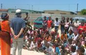 6. Links: Wolfgang besucht eine Schule in S. Afrika