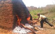 9. Ofen aus Ziegeln auf der Baustelle errichtet
